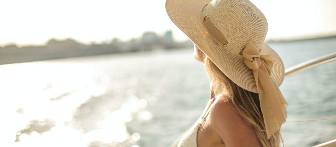 hiusten suojaaminen auringolta